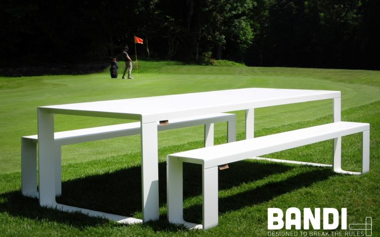 BANDI table blanche terrain de golf