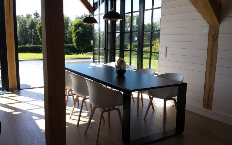 BANDI table noir avec autres chaises design