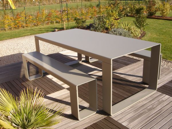 7023 Table M 210cm